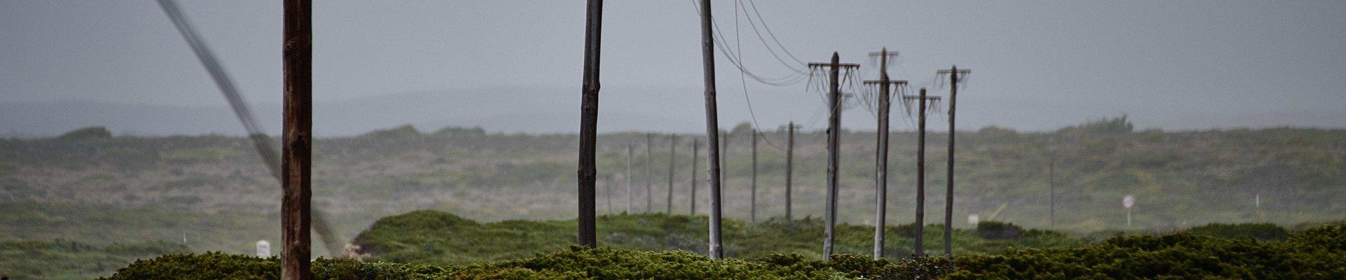 poteau électrique en campagne